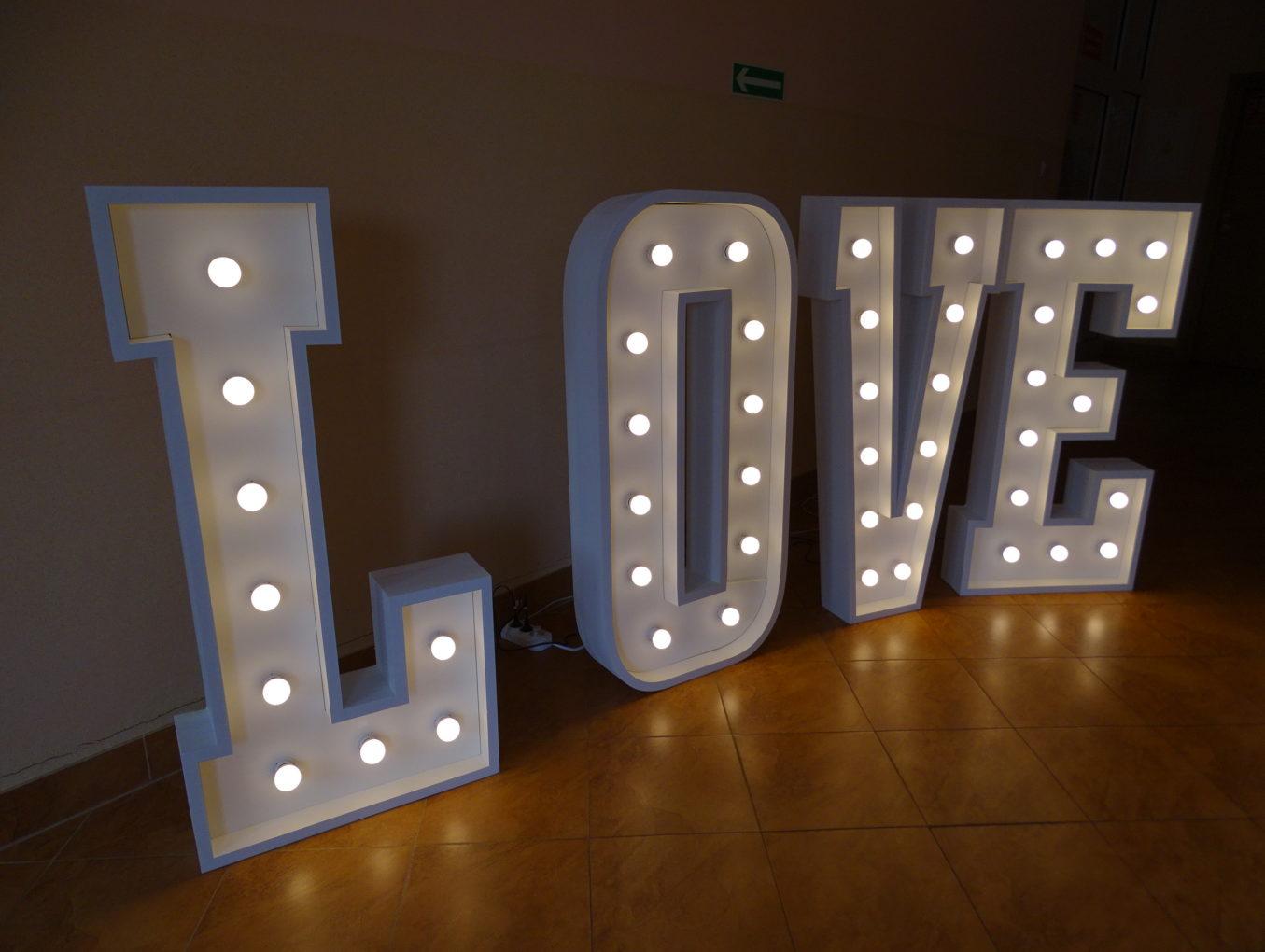 LOVE - litery przestrzenne